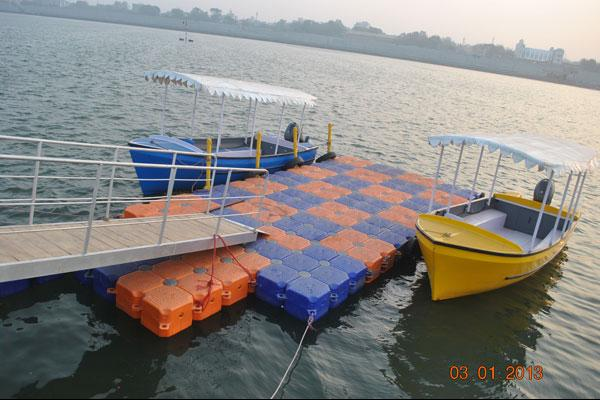 18_Passenger_boat_with_OBM-